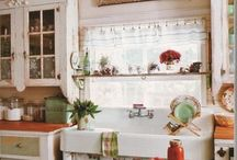 Farmhouse Kitchen / We would love to wake up to a morning cup of coffee in ANY of these beautiful farmhouse style kitchens!