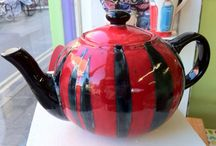 RED TEAPOTS / Lovely red teapots!