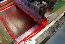 Tryk på tøj hos Tex-tryk Aalborg A/S / Hos os er det tryk på tøj som er vores kerne produkt og vi er stolte over at kunne vise nogle af vores T-shirt med tryk frem her på dette medie. Der er store muligheder inden for tryk på tøj med os som samarbejdspartner de vi har adgang til det nyeste udstyr der findes på market. Her kan du se et udvalg af produkter som vi har trykt hos Tex-tryk http://www.tex-tryk.dk/