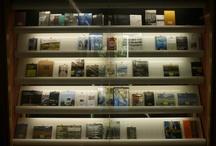 #antiga_biblioteca / La biblioteca va estar ubicada a la planta baixa de l'edifici de l'ETSAB fins el setembre de 2009 en que es va traslladar a l'edifici actual. En aquest àlbum oferim unes imatges històriques.