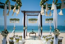 Mediterranean wedding party / To love and be loved is to feel the sun from both sides - David Viscott