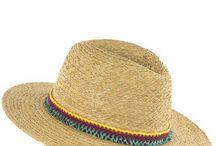 [Summer] Chapeaux / En été, on mise tout sur les accessoires : les espadrilles compensées, le panier en osier et le chapeau stylé. Panama, canotier, casquette ou capeline, on ose le chapeau et on l'assume au quotidien. On vous explique tout sur la pièce mode indispensable en été.