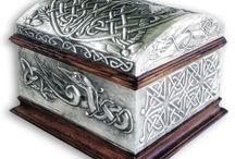 CHESTS / BAULES - My Works / Chests with different sizes and designs embossed in metal, by:   Baúles de distintos tamaños y motivos repujados en estaño por:    http://www.arteymetal.com/search/label/baul