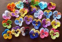 Háčkované květiny, srdíčka / Ruční práce - hobby