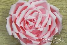 Handmade Paper Flowers by Yan's Crafty / Handmade Paper Flowers done by Eva Ng Yan's Crafty: http://yans-crafty.blogspot.com/ Yan's Crafty Idea: http://yans-crafty-idea.blogspot.com/ Facebook: https://www.facebook.com/YansCrafty/