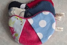 Microwave Mitt / I am a little oven mitt for your microwave Handmade in Christchurch, New Zealand. The outer is 100% cotton, it contains a magnet for handy storage, and Polyester Insulated Lining. I have shown the different styles which do vary as the colour story is constantly changing to make them unique.