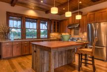 Kitchen Islands Designs and Ideas / Thinking of giving your kitchen a makeover? See some kitchen island designs and ideas here to help you choose your perfect kitchen layout.