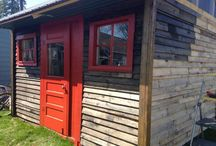 Pallet shacks / Shacks or other things made from pallets