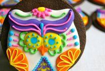 Dia de los Muertos from Brit + Co. / Throw the ultimate Día de Muertos celebration with these party planning ideas.