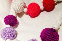 Crochet Bebe / Canastillas, mantas de apego, colchas, sonajeros, collares de lactancia y todo tipo de accesorios para bebes/niños Mas información y pedidos a: info@krochet.es