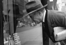 SELLING AND BUYING NEWSPAPERS / by Juan Giner