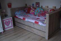 Kinderbedden steigerhout / Mooie kinderbedden van gebruikt steigerhout. Voor matrasmaat 200x90 cm of matrasmaat 160x70 cm