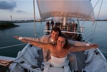 Huwelijken op een zeilschip - NAUPAR / Bekijk en pin de geweldige foto's van bruiloften op de traditionele zeilschepen van NAUPAR. Bij ons kunt u elkaar het Ja-woord geven, midden op het IJsselmeer.
