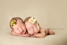 Twin poses / Poses to use with newborn twins / by Elli McCormack