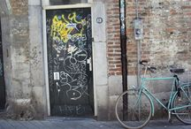Open the door and take a ride / a Doors and bicycles collection