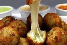 Salgados e Petiscos / Nessa pasta você encontrará receitas de coxinha, quibe, risoles, bolinho de bacalhau, bolinho de queijo, bolinho de arroz, entre outros.  Receitas do site http://receitatodahora.com.br