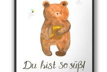 Poster DIN A4 / Jedes wunderschöne Poster aus dem Hause Mr. & Mrs. Panda ist mit Liebe handgezeichnet und entworfen. Wir liefern es sicher und schnell im Format DIN A4 zu dir nach Hause.