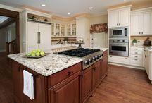 Traditional White Kitchen in Lake Lanier, GA / Traditional White Kitchen in Lake Lanier, GA