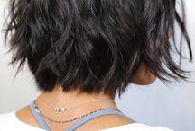Tagli corti capelli mossi