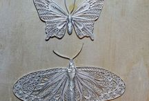 Brooches / silver & mixed metal jewellery