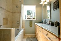 Bathroom Design 21 / A transitional style full size bathroom remodel with alcove window.
