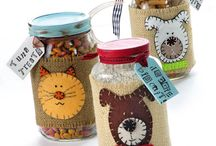 Mason jars and bottles / DIY projects made from mason jars. Repurposed mason jars, upcycled mason jar crafts, diy mason jar projects, recycled mason jars