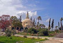 Larnaca – o destinație turistică, nenumărate opțiuni! / Larnaca este o zonă de o frumusețe remarcabilă, cu numeroase atracții și peisaje pitorești, precum și unele din cele mai frumoase plaje. Orașul este situat pe coasta sudică a Ciprului și al treilea cel mai mare oraș din țară.