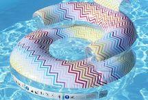Bouées gonflables originales / Envie d'une bouée gonflable pour lézarder sur l'eau cet été ? Alors n'attendez plus et découvrez notre sélection de bouées gonflables pour profiter pleinement de votre piscine cet été ! Il y en a pour tous les goûts ! Et en plus, vous pourrez même l'emmener à la mer ! Nous espérons que vous trouverez votre bonheur parmi notre gamme de bouées gonflables !