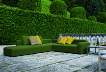 Esterni & Giardini / Arredi, minipiscine e complementi dal design inconfondibile per spazi esterni, terrazze e giardini.