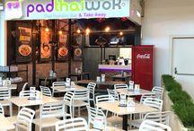 PadThaiWok CC. Miramar Fuengirola / Tel: 952 479 053 (Sólo Reservas y Recogida) Avda. de la Encarnación s/n 29640 Fuengirola. Málaga - España Abierto todos los días de 12:00 a 00:00 www.padthaiwok.com email: fuengirola-miramar@padthaiwok.com  Thai Noodle Bar. Restaurante de Cocina Tailandesa Moderna y Asiática en Fuengirola, dentro del Centro Comercial MIramar.  Thai Noodles Bar. Restaurant of Asian and modern Thai cuisine in Miramar Shopping Centre, in Fuengirola (Málaga - Spain)