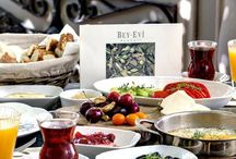 Fuoco @ BeyEvi / Enjoy superb pizza and Turkish pita along with its tasty meatballs and legendary French fries. Tuck in with friends in the privacy of the courtyard dining area, or head for the tables outside to enjoy some people-watching while you have your meal.
