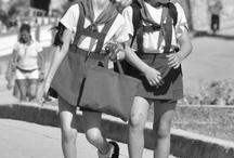 Niños / Imágenes del mundo de los niños y su relación con las escuelas.