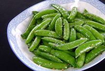 Sugarsnap Peas / The humble pea has a lot more varieties and uses than you might think. All recipes that are vegan, vegetarian, or gluten free are marked with hashtags in the descriptions.