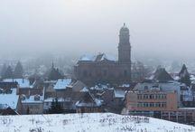 Escapade à Guebwiller (Alsace) en hiver / Au pied du Grand Ballon, #Guebwiller est une ville qui réunit culture et nature. Après les incontournables couvent des Dominicains et musée Théodore Deck, on peut se lancer à l'assaut de ses coteaux, recouverts de vignobles ou de forêts. En hiver, la balade n'en est que plus vivifiante.