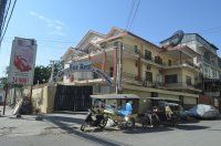 Villa Nice for rent in Daun Penh on the corner near Sorya mall 16 bedrooms