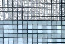 La Ville / The city / Organisation linéaire, trame géométrique, structure efficace. Mais quand la ville se met à donner le vertige : Grilles superposées, jeu de reflets, brillance et lumière