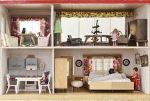 Puppenhäuser + Puppenmöbel