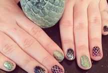 Game of Thrones Nails / GOT fan? Express it in your nails too.