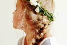 Meninas, cabelos, coroas e flores
