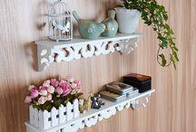beyaz dekoratif duvar rafi