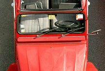 2CV Rouge / Retrouvez toutes les 2CV Rouge et restaurez votre deuche grâce aux plus de 2000 pièces détachées que nous proposons sur : www.mcda.com #2cv #deuche #mehari #citroen