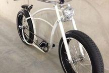 Custom Bike / by Alisson Mazzei