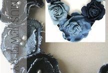 Colar jeans e flores