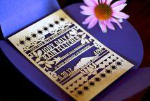 UITNODIGINGEN - hout / Bord vol ideetjes rond lasergesneden houten uitnodigingen.