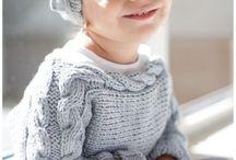 Sweterki dla małych dziewczynek