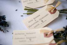 Ültetőkártya ötletek / Sokan jönnek hozzád? Készíts névre szóló ültetőkártyákat, nyomtasd ki, és határozd meg te, ki hová üljön az asztalnál.