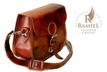 Ramiel Leather Craft / 100% handmade bags. All products are made from italian vegetable tanned cowhide. Fiebings dye and italian hardware, Waxed poliester 0.8-1 mm thread.