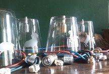 Handmate: individuelle Lampenschirme / Individuell gesandstrahlte Lampenschirme aus Glas mit bunten Kabeln