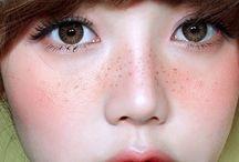 make-up ;