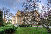 Pelplin - Pałac / Pałac Biskupi w Pelplinie wzniesiony w latach 1837 - 1839. Przebudowany w latach 1927-28 z inicjatywy biskupa Stanisława Okoniewskiego. Obecnie pałac jest siedzibą biskupa diecezji pelplińskiej.